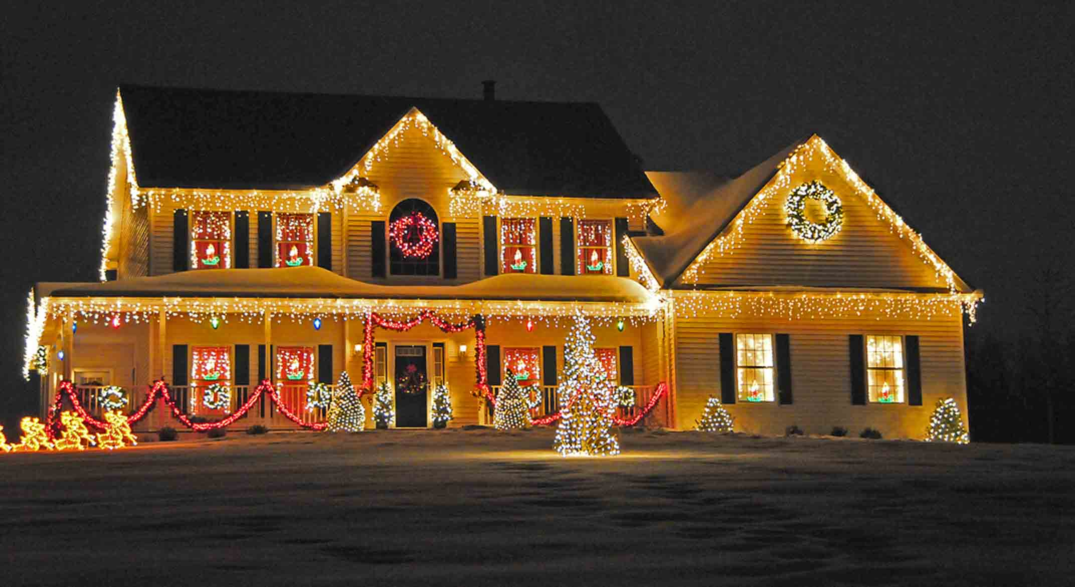 Christmas lights contest cramahe now news magazine for Beautiful home lighting